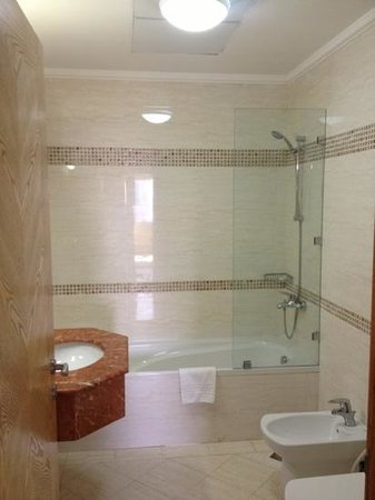 Governor West Bay Suites And Residence: الحمام