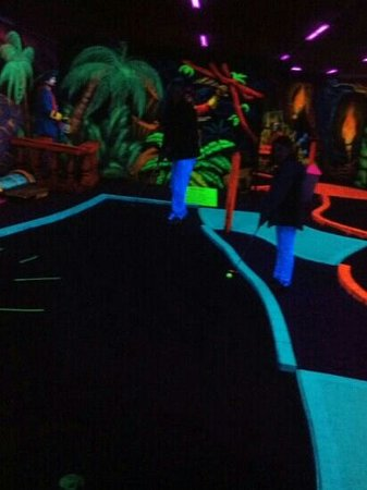 Shipwreck Golf Amusement Center: a view from the eighth hole...
