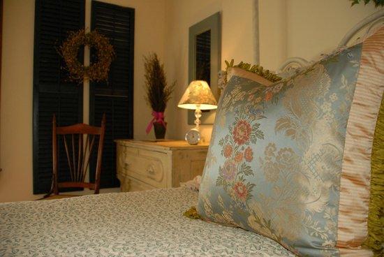 Circular Manor Bed and Breakfast: Garden Room