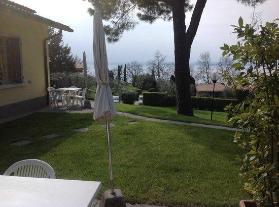 Appartamenti Arca & Ca' Mure: Blick aus dem Appartement auf den See