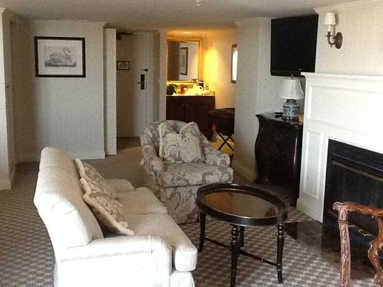 Saybrook Point Inn & Spa: Another view of our beautiful room