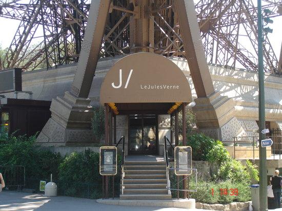 Le Jules Verne Entrance
