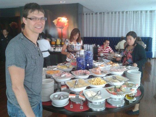 Radisson Hotel Decapolis Miraflores: buffet breakfast