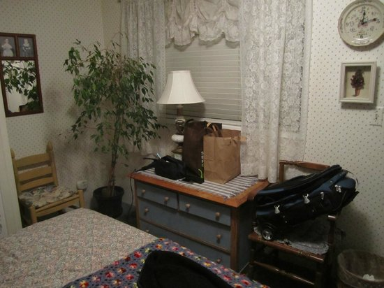 Saltbox : A bedroom