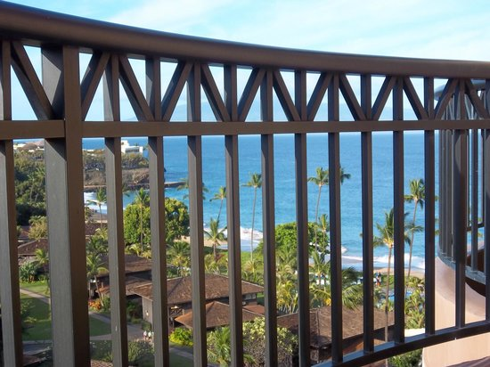 Royal Lahaina Resort: Sitting on the Lanai having coffee