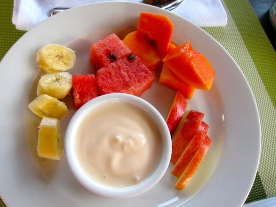 Alma de Ojochal : Fresh fruit and yogurt every morning