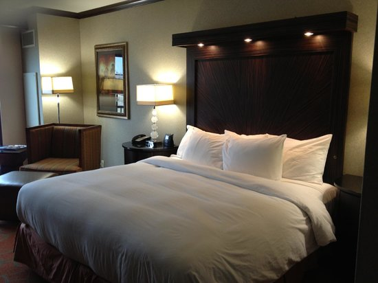 Hilton Dallas / Rockwall Lakefront: Spacious bed