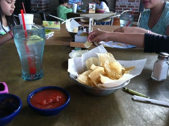 La Parrilla Mexican Restaurant: Chips a plenty