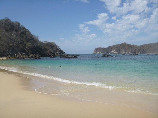 Huatulco Watersports Jet Ski and Boat Tours: The beach we went snorkeling!