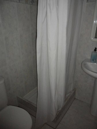 Hotel Olle: Shower