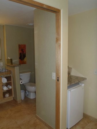 Radisson Hotel Yuma: Bathroom and fridge (by door to room)