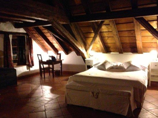 Hotel-Restaurant La Maison du Prussien : coin lit