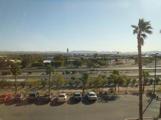 Radisson Hotel Yuma: View from room on Interstate side