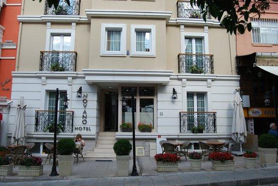 Hotel Novano : Hotel front