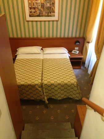 Corona Hotel : room