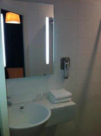 Ibis Styles Calais Centre : salle de bain