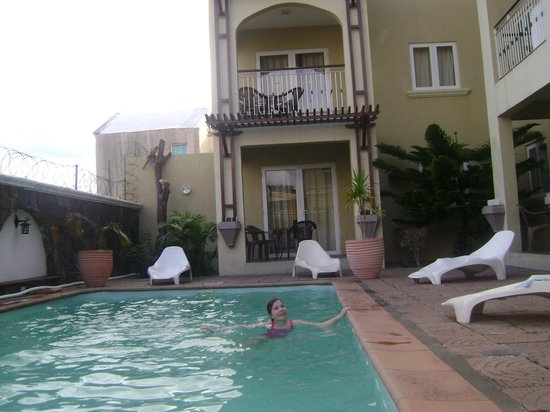 Villa Narmada : Swimming!