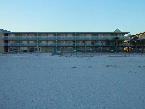 Days Inn Pensacola Beachfront: Hotel from the beach
