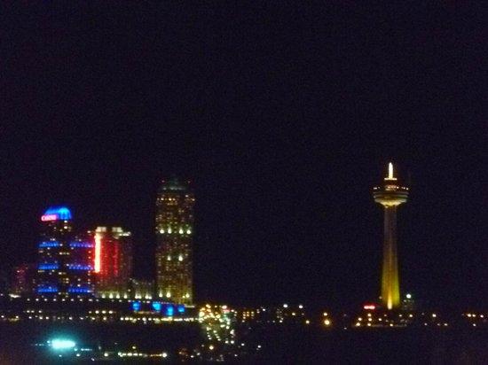 The Holiday Inn Niagara Falls: Niagara Falls Canada from the room