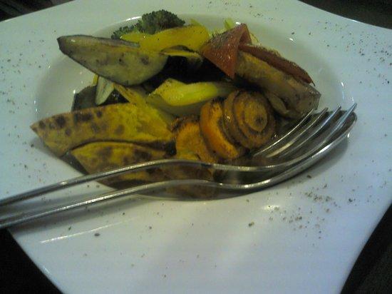Trattoria NATIVO: 12.09.30【ナティーヴォ】彩り野菜の窯焼きバーニャカウダ