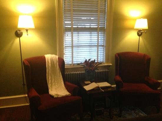 The Lancaster Bed and Breakfast : living room space