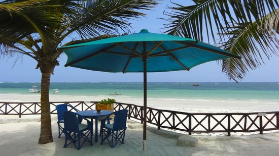 Diani Blue: Having Lunch here every day was just incredible...