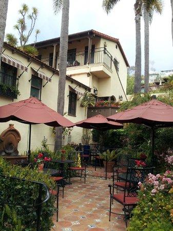 Casa Laguna Hotel & Spa: Beautifully maintained buildings