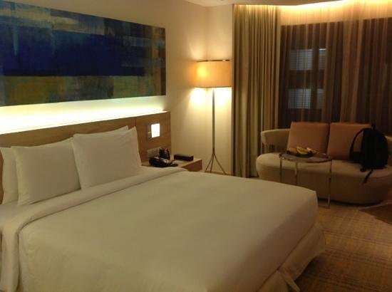 DoubleTree by Hilton Kuala Lumpur: modern room