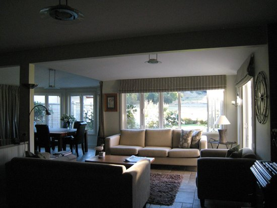 Queenstown Country Lodge: Just one of the lovely living areas