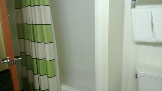 Fairfield Inn & Suites South Bend at Notre Dame: Another bathroom angle