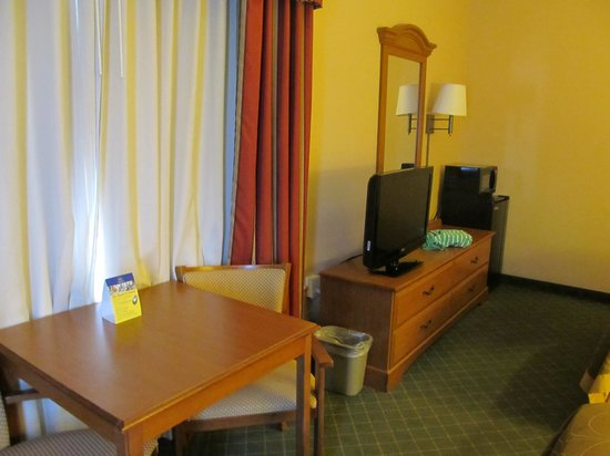 BEST WESTERN Smithfield Inn: Another view of the room