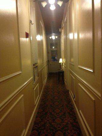 Historic Streetcar Inn: Hallway