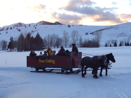 Sun Valley Lodge: Dinner sleigh ride to Trail Creek Cabin