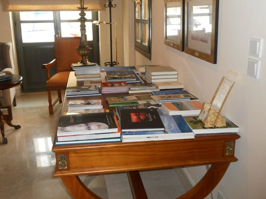 The Captain's House: Lounge area/ library