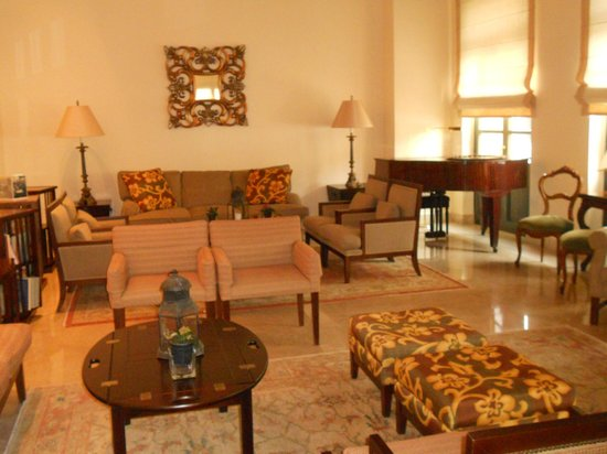 The Captain's House: Lounge area/library/piano