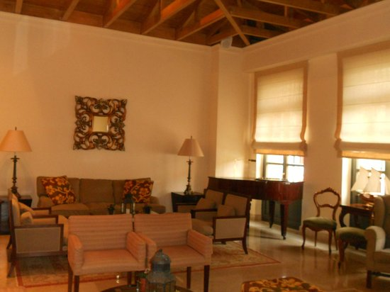 The Captain's House: Lounge area - and piano!!