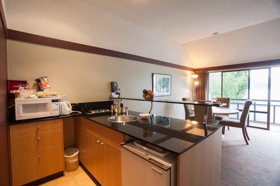 Edgewater: Kitchen 1 bedroom apt 416