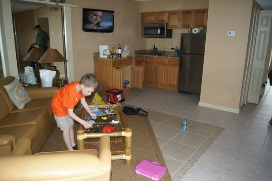 Belleair Beach Club: living and kitchen area of room 216