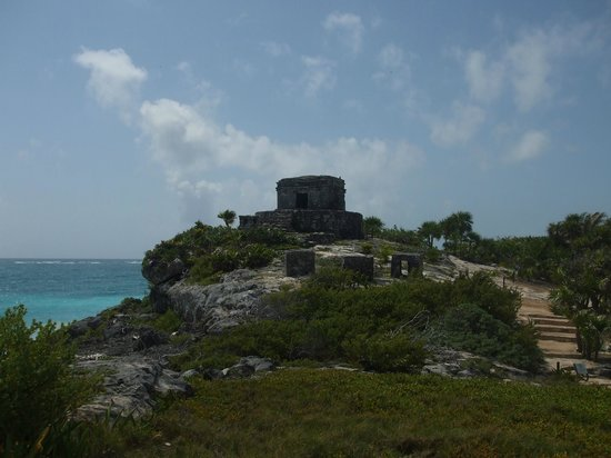 Grand Sirenis Riviera Maya Resort & Spa: maya ruin at the beach