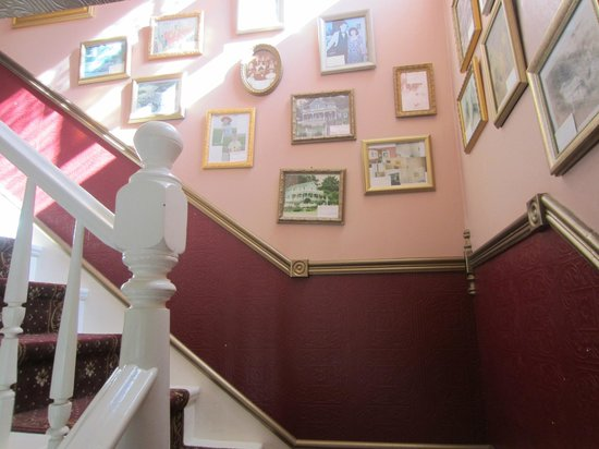 Katy's Inn: Staircase full of history