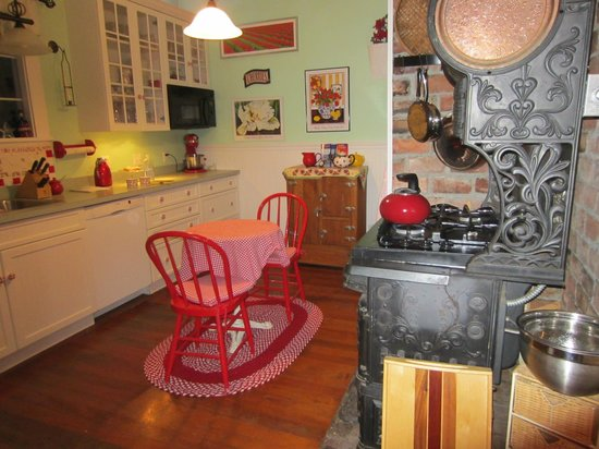 Katy's Inn: Kitchen with character