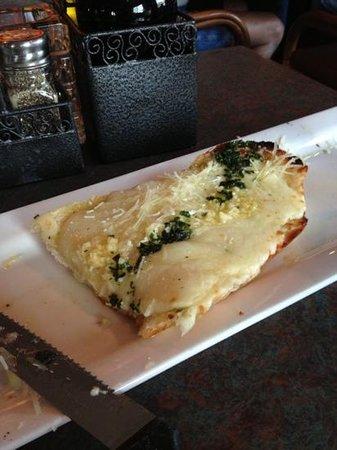 Gerardo's Firewood Cafe: cheesy garlic bread