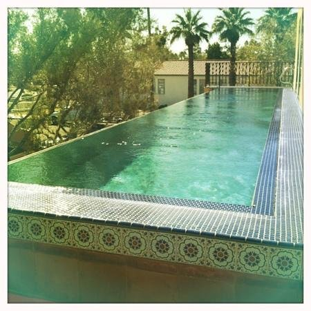 Bespoke Inn: Infiniti pool