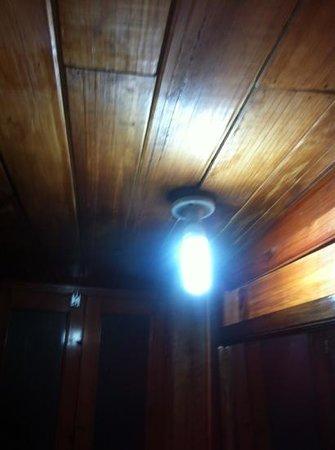Hotel Plaza Santo Domingo : il lampadario a rischio incendio