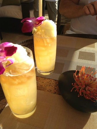Wai'olu Ocean View Lounge: award winning mai-tai