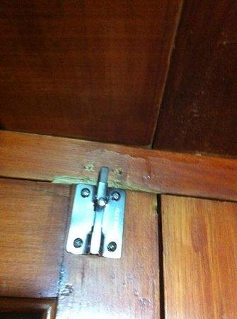 Hotel Plaza Santo Domingo: serratura porta rotta