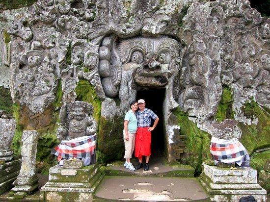 Bali Bagus Tours: @ a Hindu temple cave