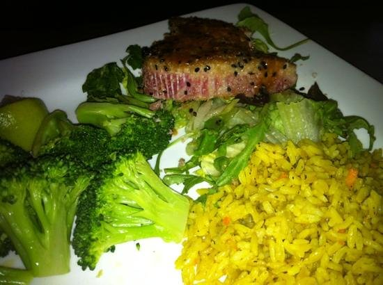 Village Bar & Grill: Ahi Tuna Special
