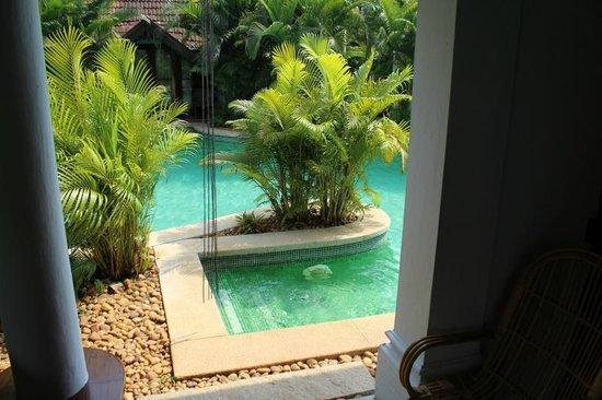 Kumarakom Lake Resort: Pool at the door