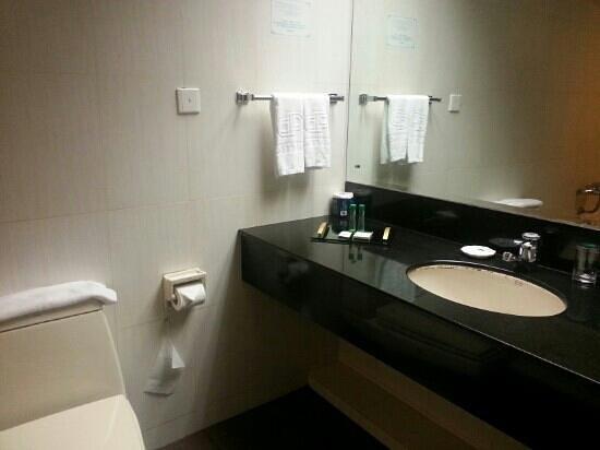Dynasty Hotel : clean bathroom